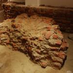 Relikty rotundy XII w. filar centralny