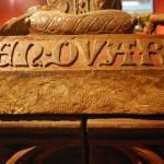 Pomnik nagrobny Henryka IV Probusa, Muzeum Narodowe we Wrocławiu, widoczne nieobrobione brzegi płyty