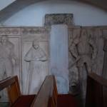kościół św. Piotra i Pawła w Lubiechowej, płyty nagrobne rodziny von Zedlitz