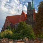 Ostrów Tumski, relikty zamku, kościół św. Krzyża